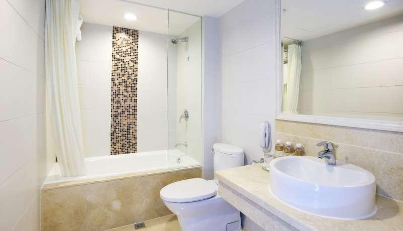 Elite Triple Bathroom